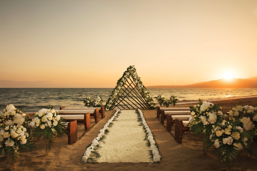 RKGNV-WED-BeachWedding-1A-1024x682.jpg