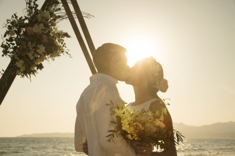 RKGNV-WED-BrideGroom-Beach1_1A_RGB-1024x682.jpg